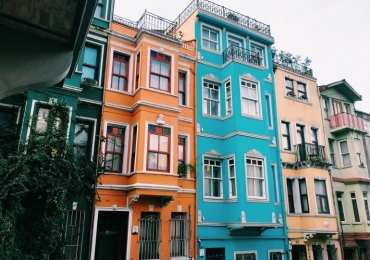 Balat renkli evler