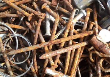 Paslanmış çiviler