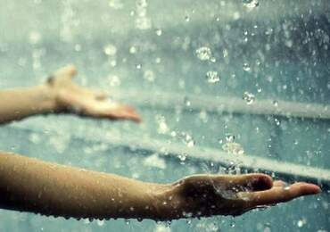 Yağmuru simgeleyen bir fotoğraf