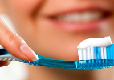 Diş fırçası ve diş macunu