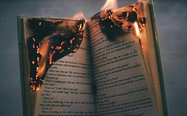 yanan kitap