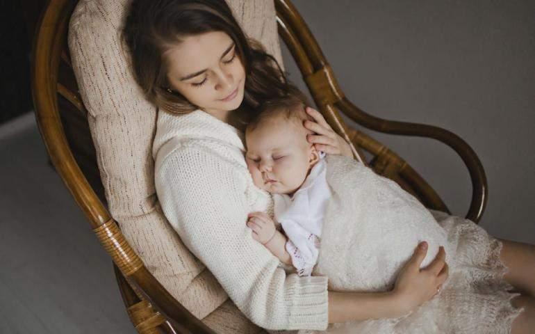 Uyuyan Anne ve Bebeği