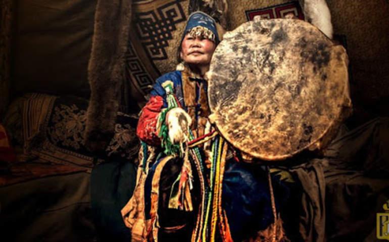 kadın şaman