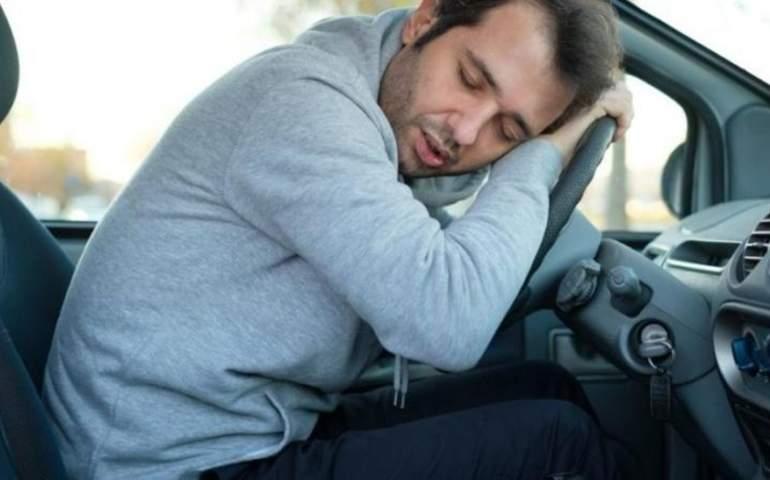 uyku problemi olan bir adam