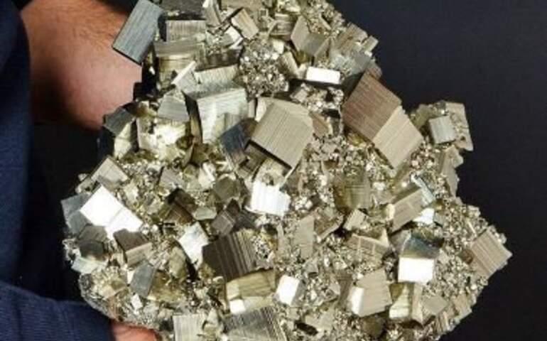 Pirit Minerali görseli
