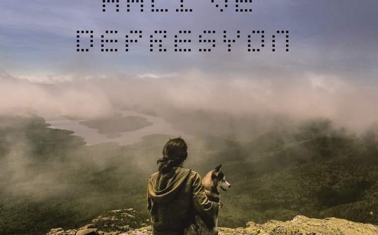Manzaraya karşı köpeğiyle oturan biri