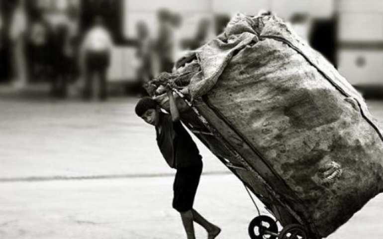 Çalışan bir çocuk fotoğrafı
