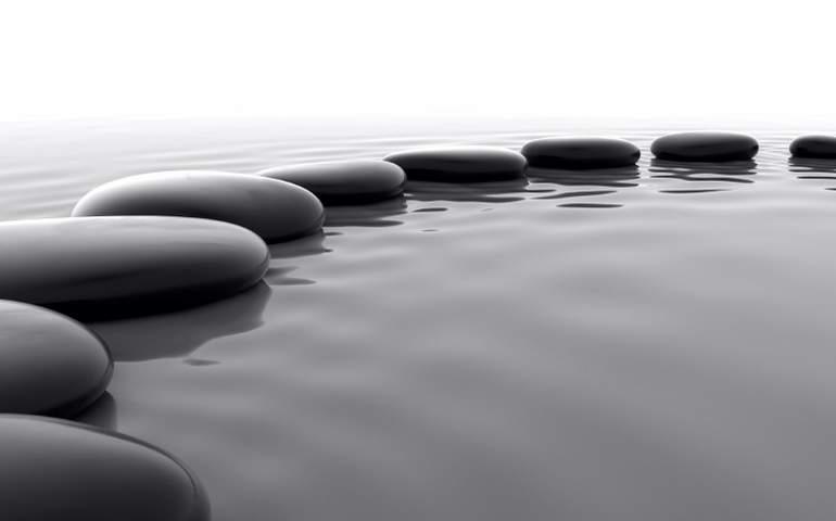 su yüzeyindeki taşlar